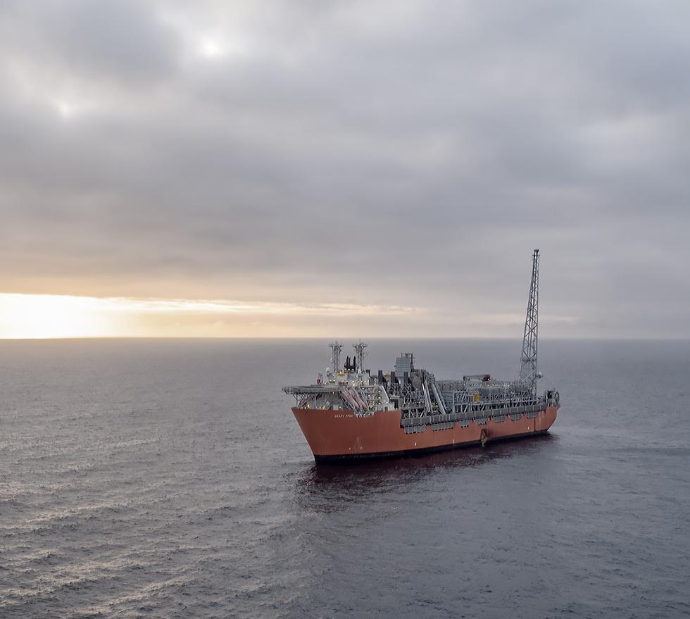 Ship on ocean02